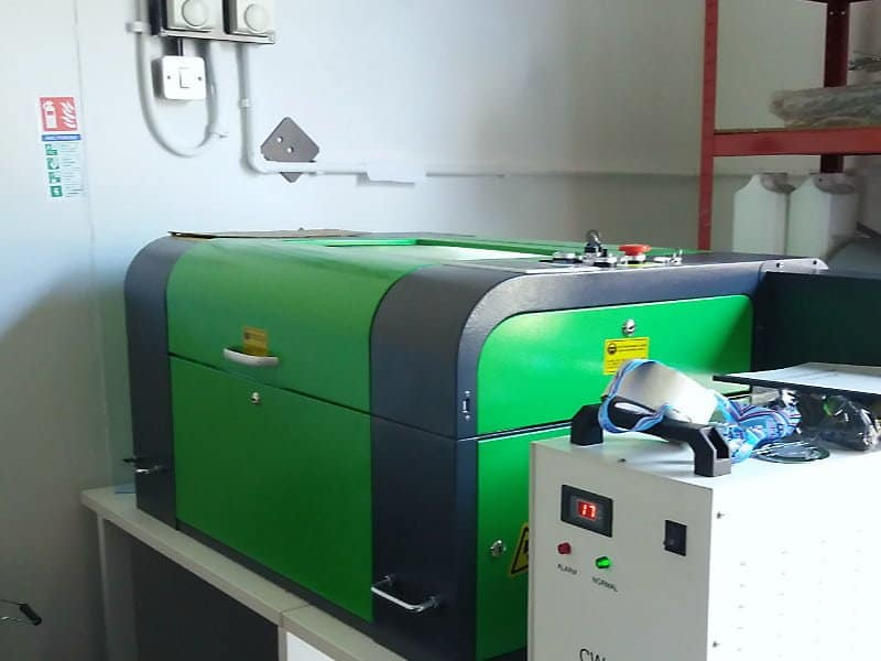 Desktop laser cutter - Customer installation