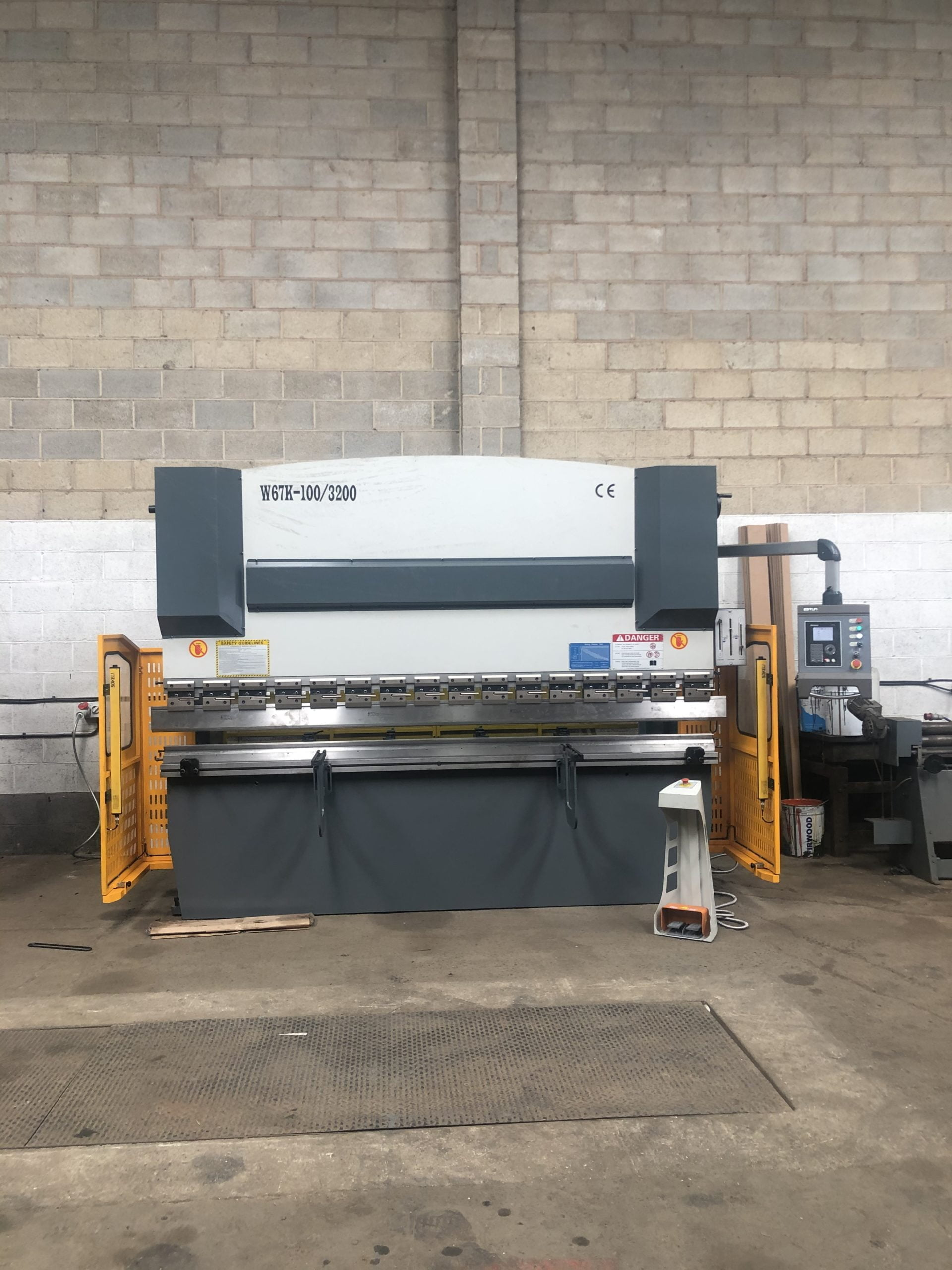 Sheet Metal Bender - Press Brake Uk